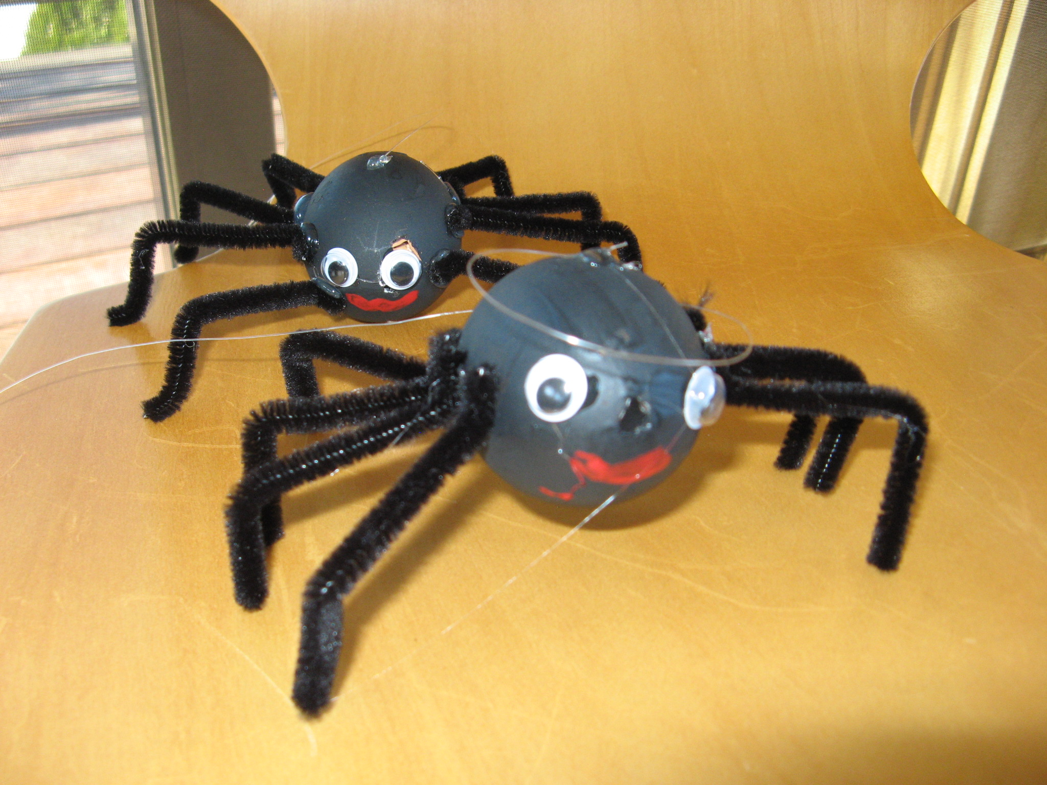 Halloween Spider Crafts Using Blown Out Gemperle Eggs